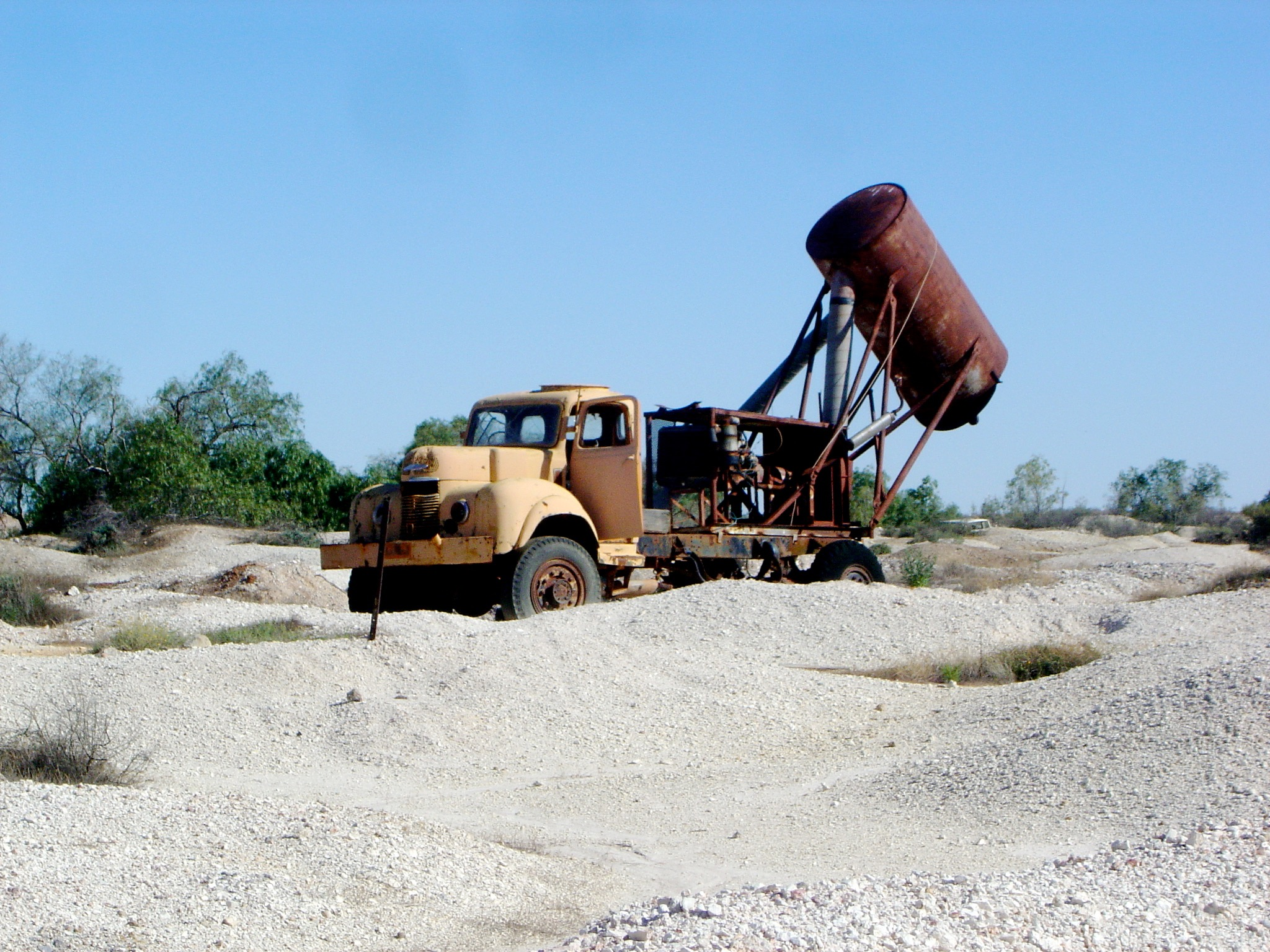 Old truck used for blowing opal dirt